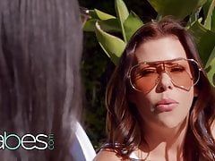 Step Mom Alexis Fawx Shows Eliza Ibarra How Its Done - BABES