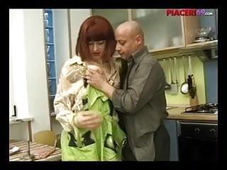 Casalinga italiana scopata - Italian house wife