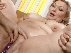 Mommy pig with a huge cozy pussy cums and pisses from fisting