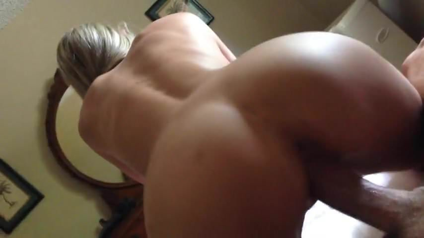 Amateur Blonde Loves Anal