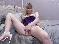 mature mom in corset fucks her pussyfree full porn