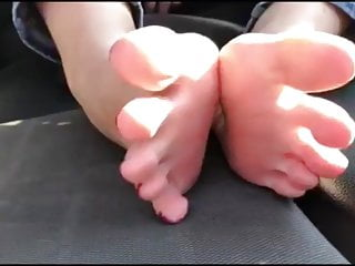 Mania moves her sexy (size 38) feet, part 2