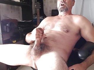 XXL hung hairy daddy shoots cum