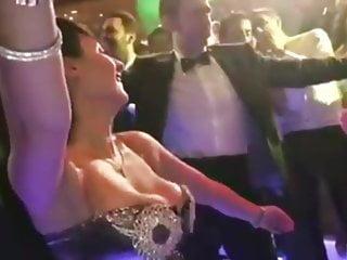 Arab dancer bounce tits...
