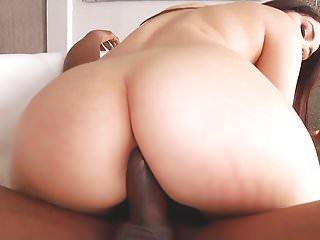Valentina Nappi ama il cazzo nero anale
