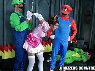 Brazzers Mario e luigi parodia doppia roba
