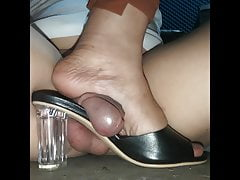 Pinay Milf Gives Mulejob, Shoejob, Heeljob