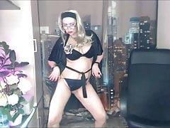 Mature Russian MILF Slut Dirty Dancing!