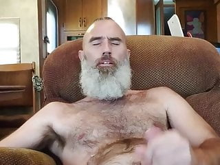 Fit daddy pumps his nut out...