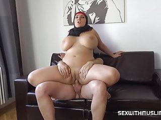 Bbw muslim milf with bouncing tits...