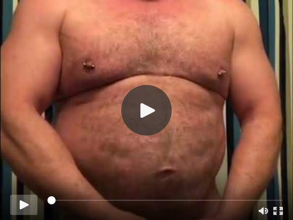 Sexy Papà Bear Masturbandosi nel bagno