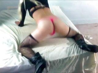 Crossdresser twerking her ass...