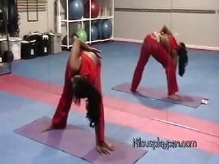 Nilou achtland amateur sexy ass yoga flexing amp...