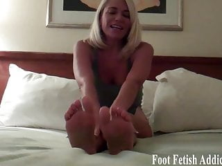 you like licking my tiny little toesporno videos