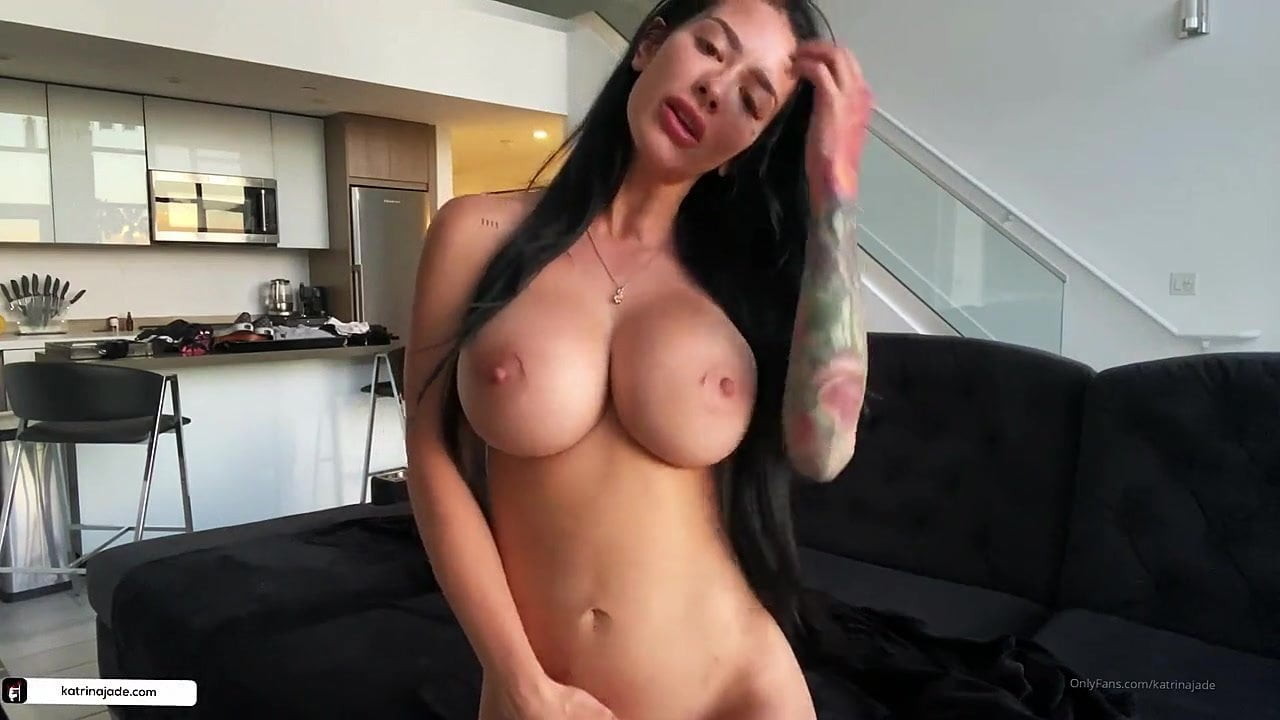 Katrina Jade show her perfect body