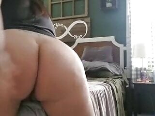 Pregnant hotwife grinds bed 2