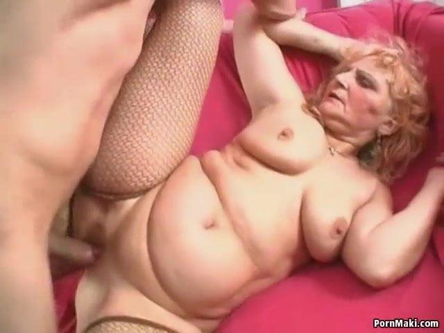 Duci göndör szingli anyuka a fiával baszott szex videó