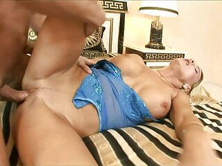 ANAL TUTORIAL FOR HOT BLOND MILFS