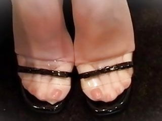 BEAUTIFULL NYLON TOES