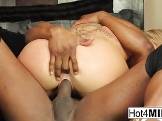 Sexy MILF Simone returns for more black cock