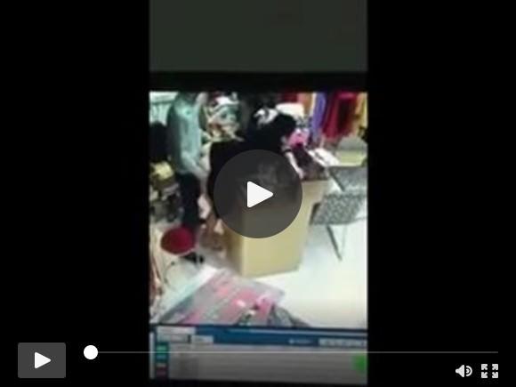 भारतीय चाचा दुकान छिपे हुए कैमरे में