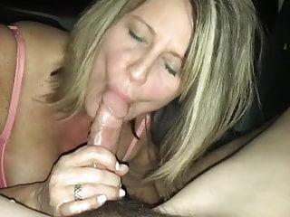 Blowjob in the car – Hot milf swallows the cum