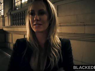 BLACKEDRAW La fidanzata fuori città tradisce la BBC