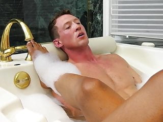 Beautiful the tub...