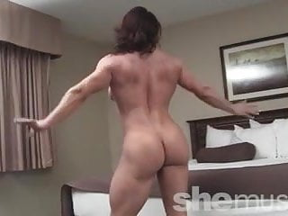 Brandimae girl strips and flexes...