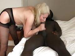 Geile reife Frau geniest Analfick mit schwarzem Stier