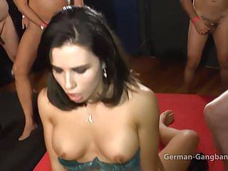 Devina Venus und Mira Cuckold