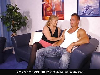 HAUSFRAU FICKEN - German granny cheats with younger guy