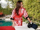 Olivia Wilder does erotic massage!