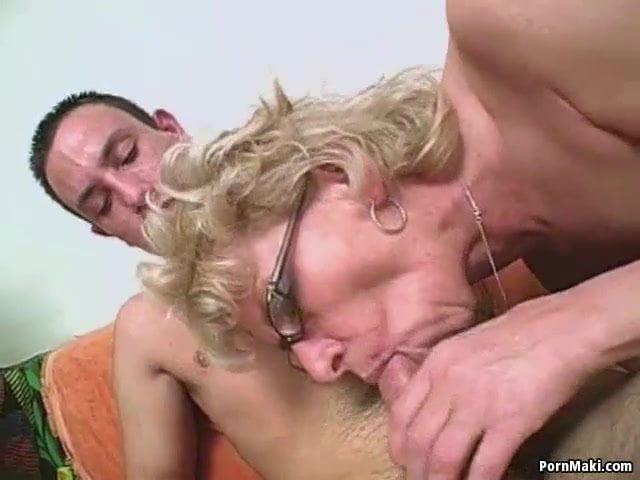 Nagyi imádja a fia fiatal farkát az öreg pinájában érezni szex videó