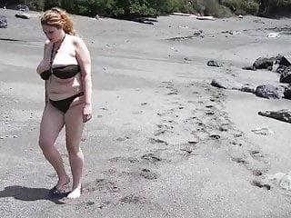 Beach babe squirts sand...