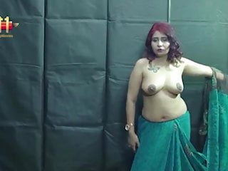 Indian sexy bhabi shows her big tits & boobs on webcam
