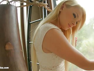 Sapphix presents Ivana Sugar using fingers solo