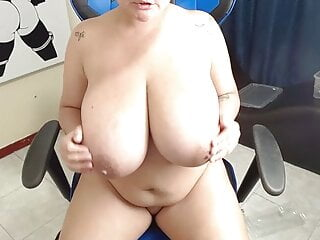 Curvy BBW Masturbates