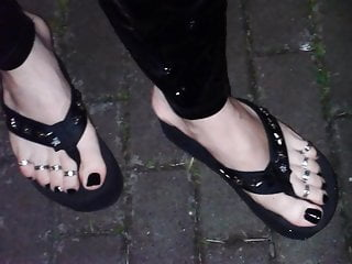 Extreme flip flops and sexy feet with toe...