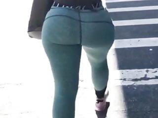Voyeur Brunette porno: Candid Ass Walking . Yoga Leggings