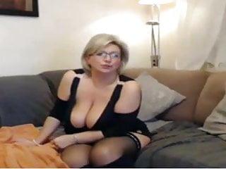 Mature mom have a webcam sex...