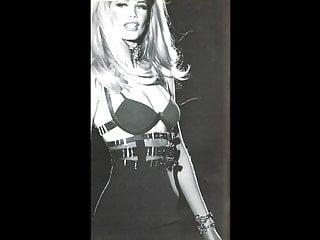 Claudia Schiffer - Sexy Black & White Pics