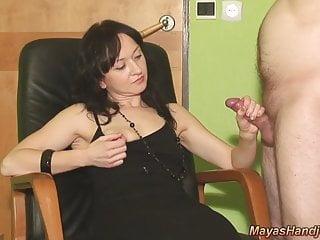 2 sborrate sul vestito nero Maya