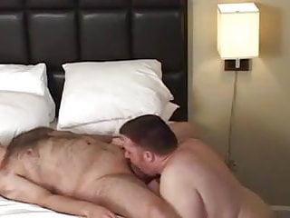 Gay bears bareback fucking in bedroom