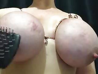 Torturando os peitos