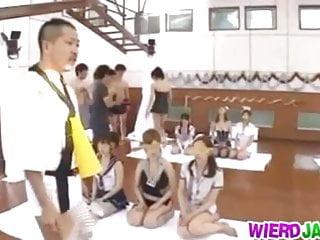 年輕美女的團體性交比賽