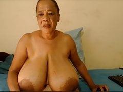 DairyQueen – big HUGE black tits topless (41321)