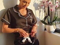 Iris Mittenaere en peignoir sexy noir