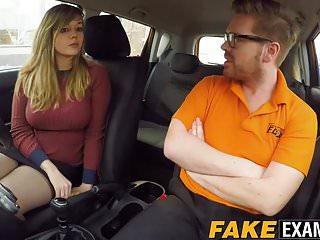 La formosa signora britannica Madison Stuart sbattuta contro la macchina della scuola guida