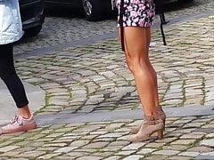 Mere et sa fille dans la rue